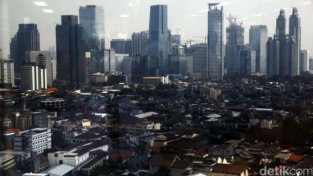 Pemandangan Gedung Pencakar Langit Jakarta dari Ketinggian