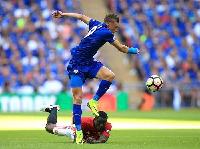 LONDON, ENGLAND - AUGUST 07:  Jamie Vardy of Leicester City jumps over Eric Bailly of Manchester United during The FA Community Shield match between Leicester City and Manchester United at Wembley Stadium on August 7, 2016 in London, England.  (Photo by Ben Hoskins/Getty Images)