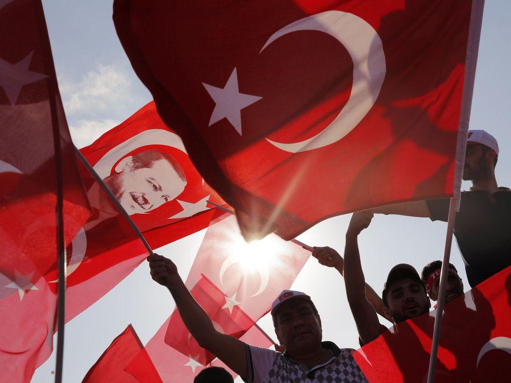 Turki Perintahkan Penangkapan 1.112 Orang terkait Fethullah Gulen
