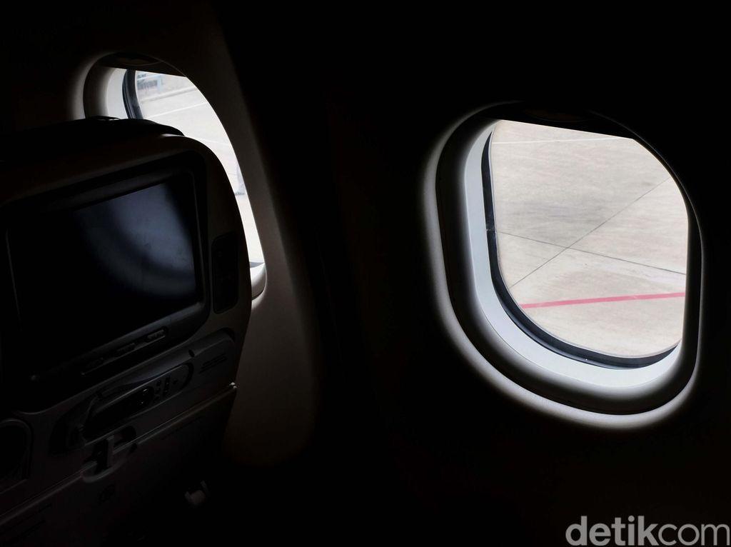 Boeing Tujuan Armenia Batal Terbang karena Bau Aneh, 2 Orang Dibawa ke RS