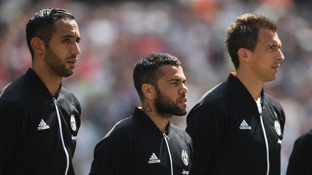 Dani Alves satu musim membela Juventus setelah menjalani musim yang luar biasa di Barcelona