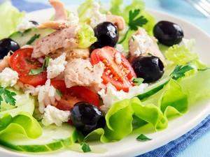 Agar Lebih Sehat, Hindari Pemakaian 7 Makanan Ini untuk Topping Salad