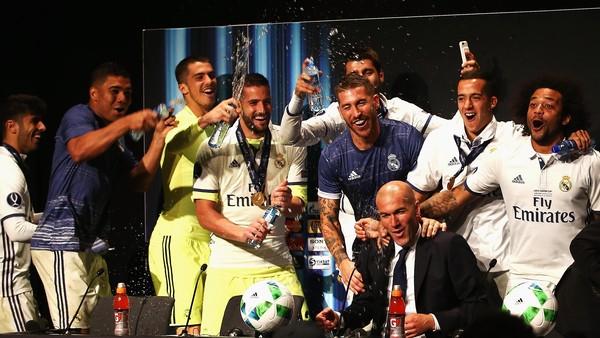 Ketika Pemain-Pemain Madrid Ganggu Konferensi Pers Zidane