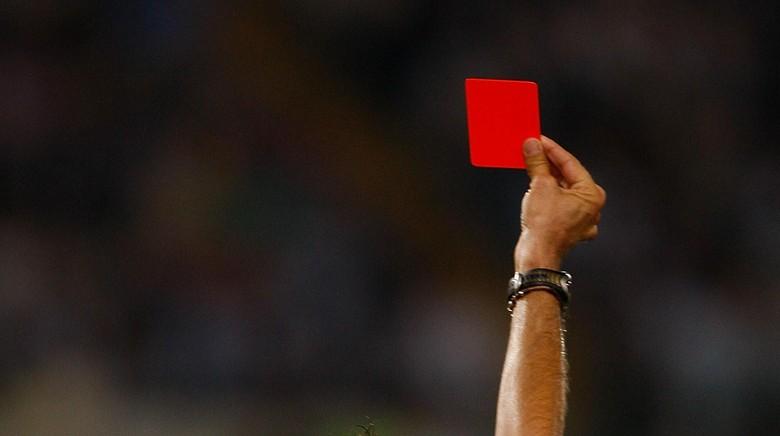 Usai 10 Kartu Merah dan Delapan Kartu Kuning, Laga Ini Dihentikan