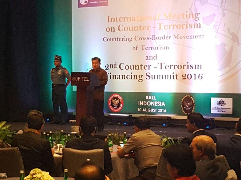 Wapres JK Tekankan Pentingnya Program Deradikalisasi untuk Tangani Terorisme
