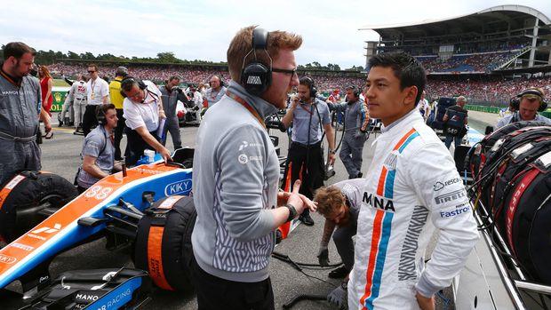 Setelah terakhir berlaga di F1 pada Juli 2016, Rio Haryanto kembali ke lintasan balap formula dengan menjajal mobil Formula E, Selasa (3/10).