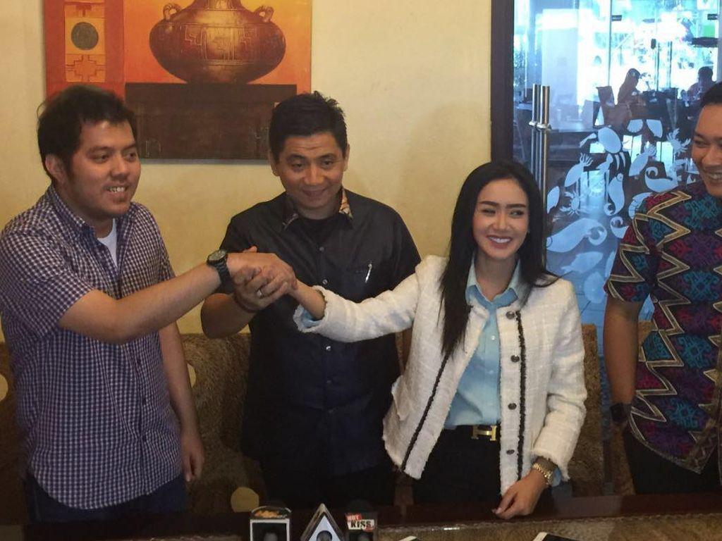 Seteru Cinta Sang Biduan dan Anggota Dewan yang Berakhir di Senayan