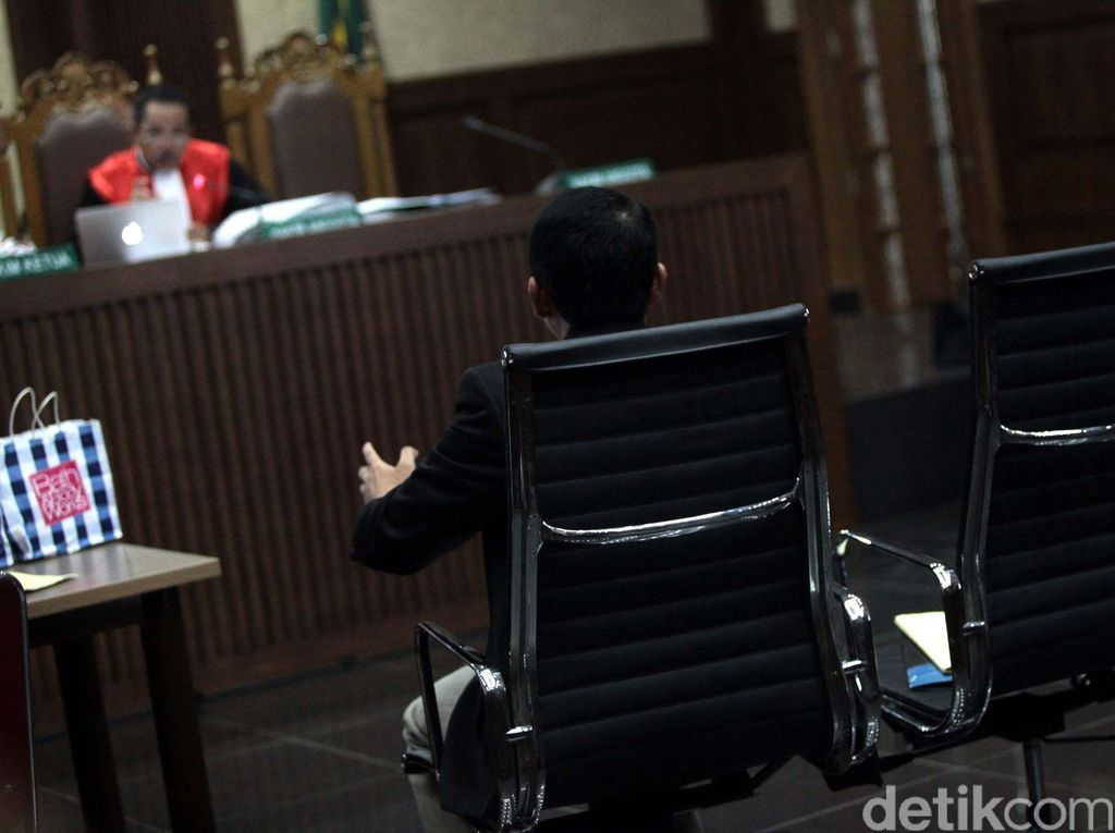 Saksi Ahli Pastikan Staf Olivier Tak Masukkan Sianida ke Kopi