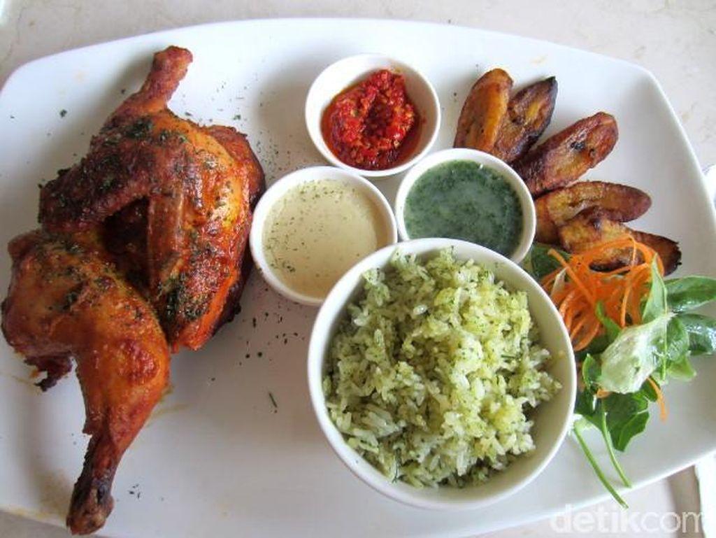 FJ Rotisserie: Nikmatnya Butter Rice Afrika Berlauk Chicken Rotisserie dan Pisang Panggang