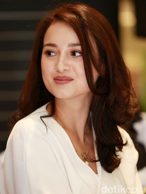 Yuk, Simak Video Fun Facts Julie Estelle di Celeb of the Month detikHOT!