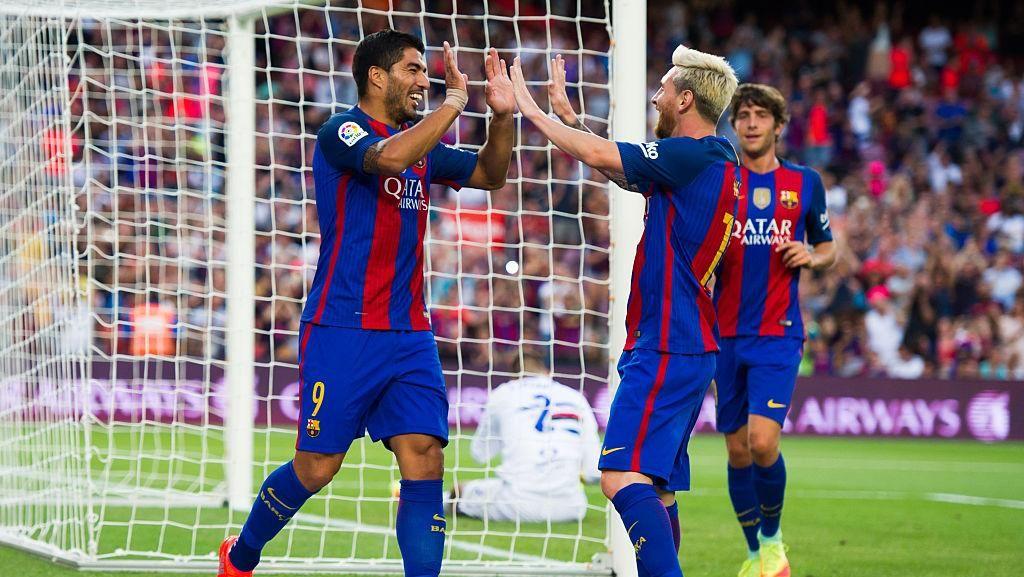 Gol-Gol Messi dan Suarez Menangkan Barca atas Sampdoria