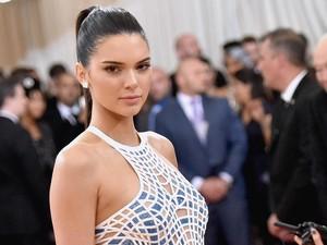 3 Tren Fashion yang Tak Akan Pernah Dipakai Kendall Jenner