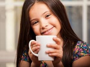 Umur Berapa Anak Boleh Minum Kopi?