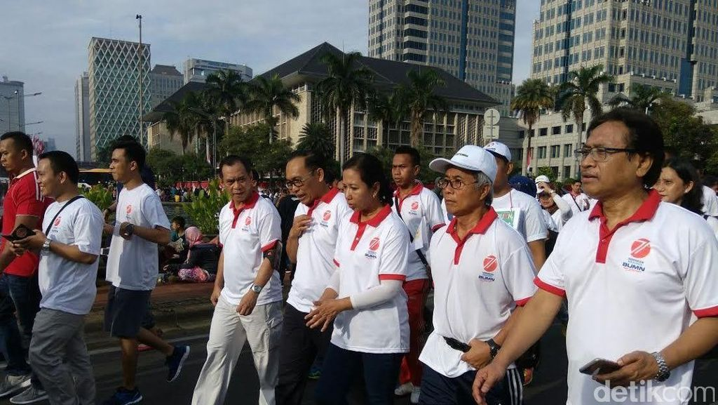 Sambut Kemerdekaan, Rini dan Bos-bos BUMN Gerak Jalan Bareng
