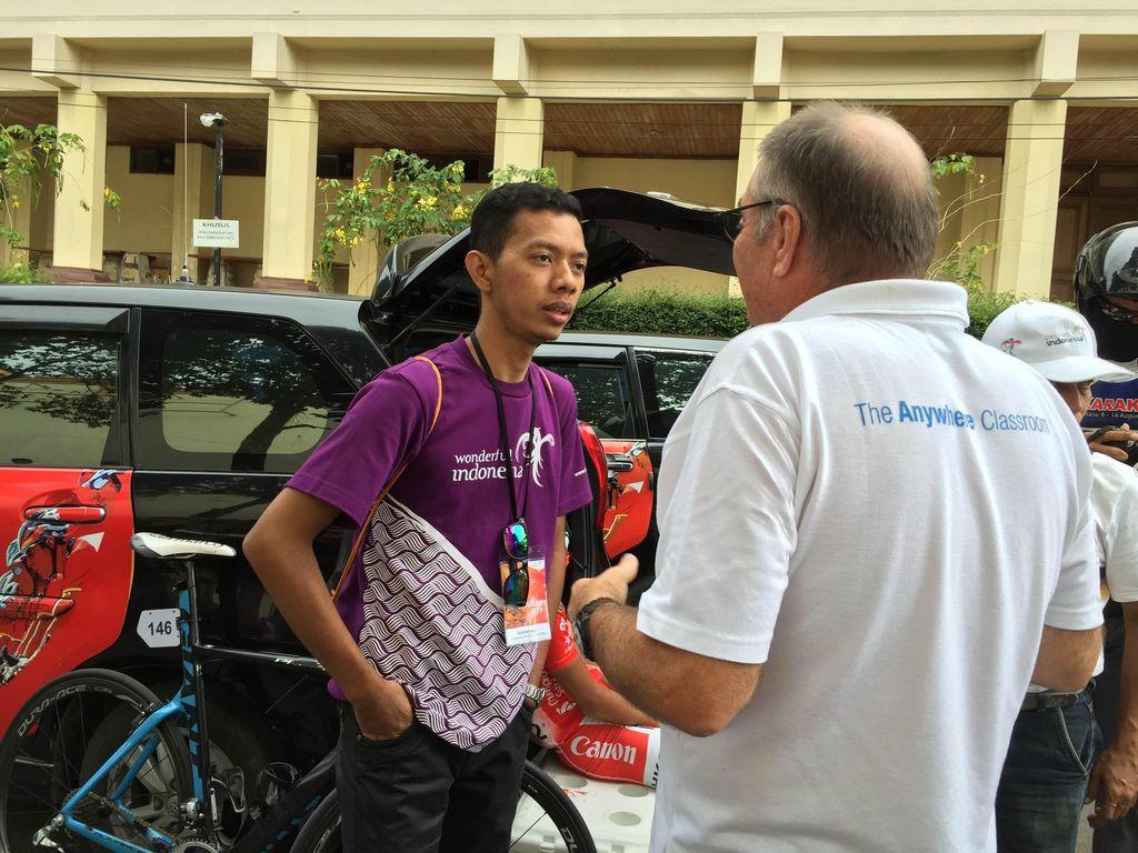 Suka Duka Jadi LO Tim-Tim Kontestan Tour de Singkarak