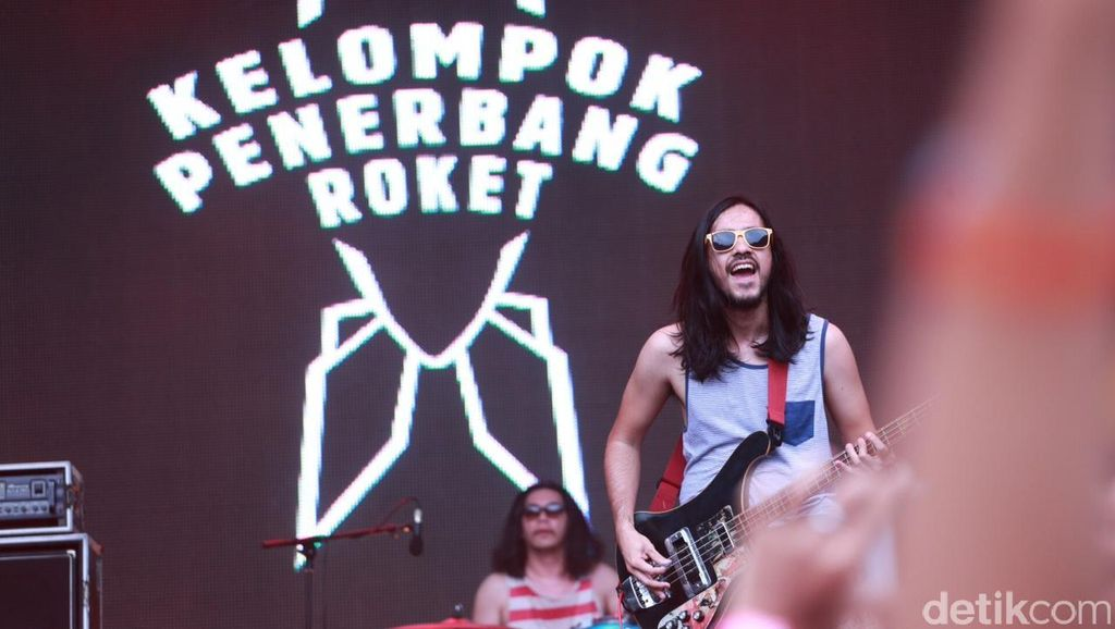 Rock Kelompok Penerbang Roket Bergema di Padang Gulali WTF 2016