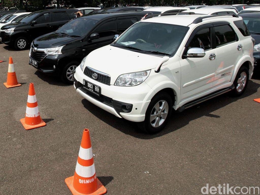 Driver Taksi Online Dapat Keringanan Kredit