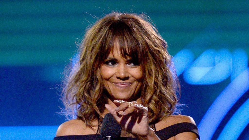 Halle Berry Sambut Usia 50 Tahun dengan Tangan Terbuka
