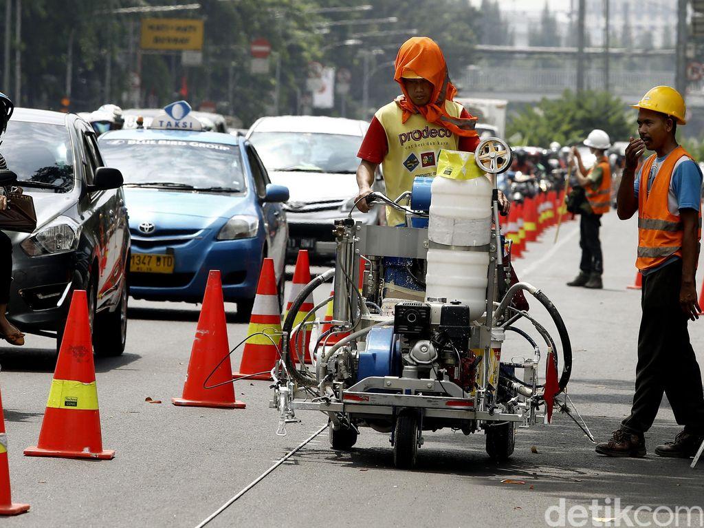 Pengecatan Media Jalan di Medan Merdeka