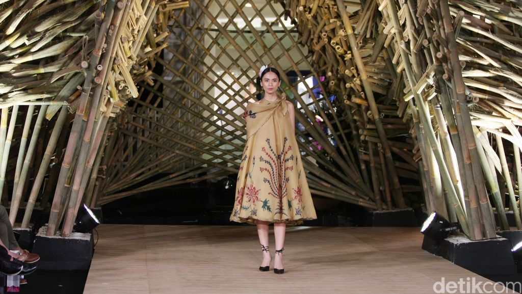 Edward Hutabarat Gelar Fashion Show di Rumah Terbuat dari 1.500 Bambu