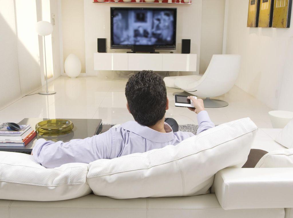 Senjakala Bisnis Televisi Saat YouTube Cs Menggila