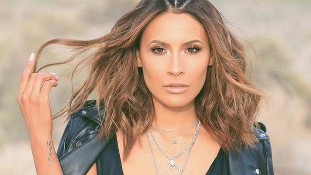 Disebut Kembaran Jennifer Lopez, Vlogger Kecantikan Ini Jadi Terkenal