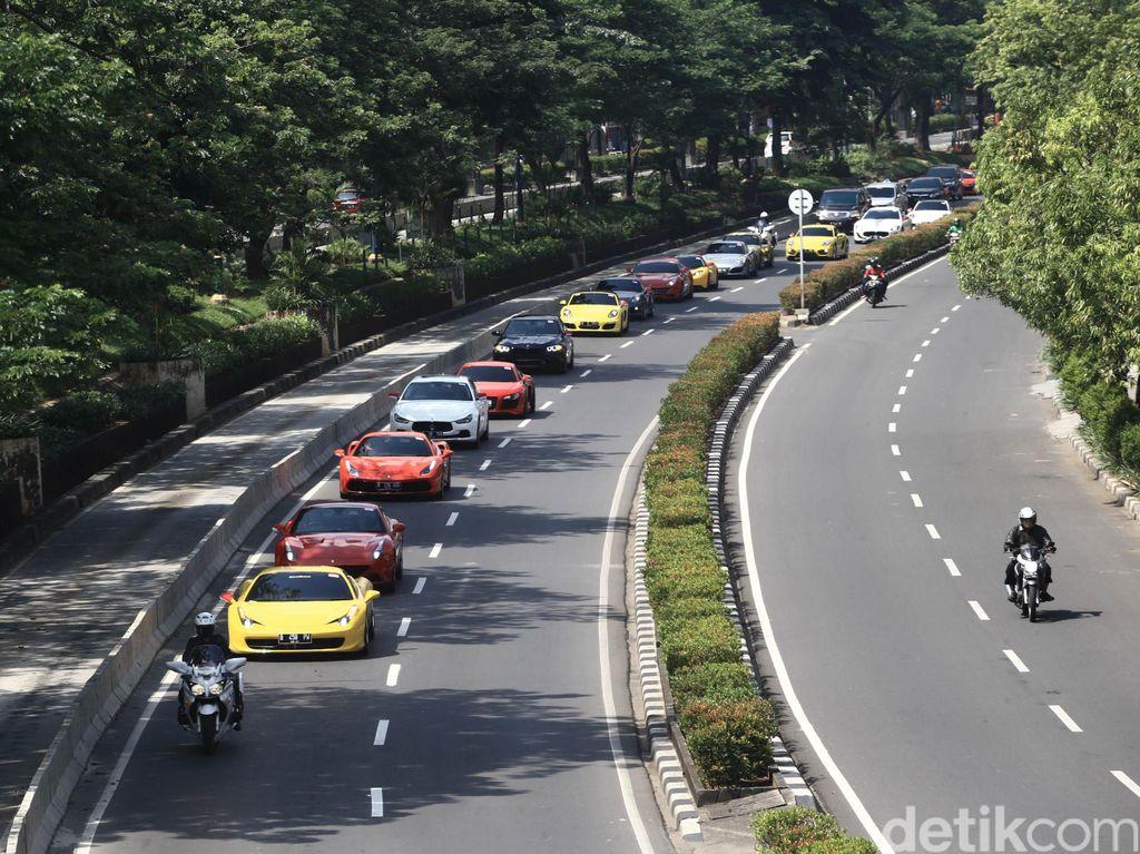 Iring-Iringan Moge-Mobil Mewah Tak Dikawal Polisi, Begini Konvoi Tanpa Ganggu Lalu Lintas