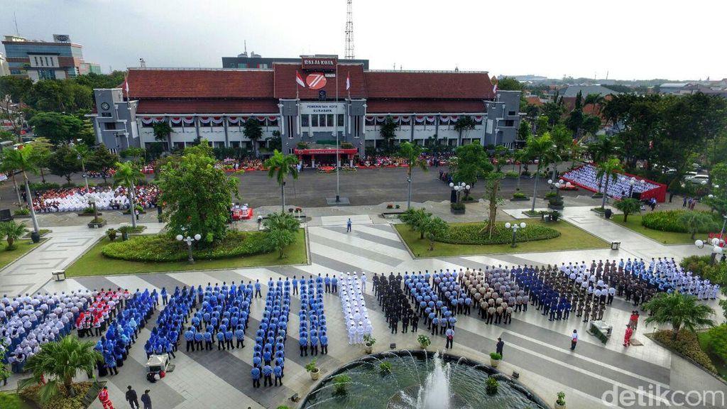 Upacara HUT RI di Taman Surya Surabaya