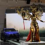 Lexus Tampilkan Parade Busana dengan Puteri Indonesia