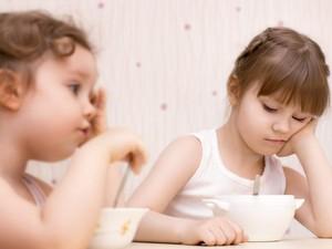 Si Kecil Sulit Makan atau Terlalu Banyak Makan? Atasi dengan Cara Ini