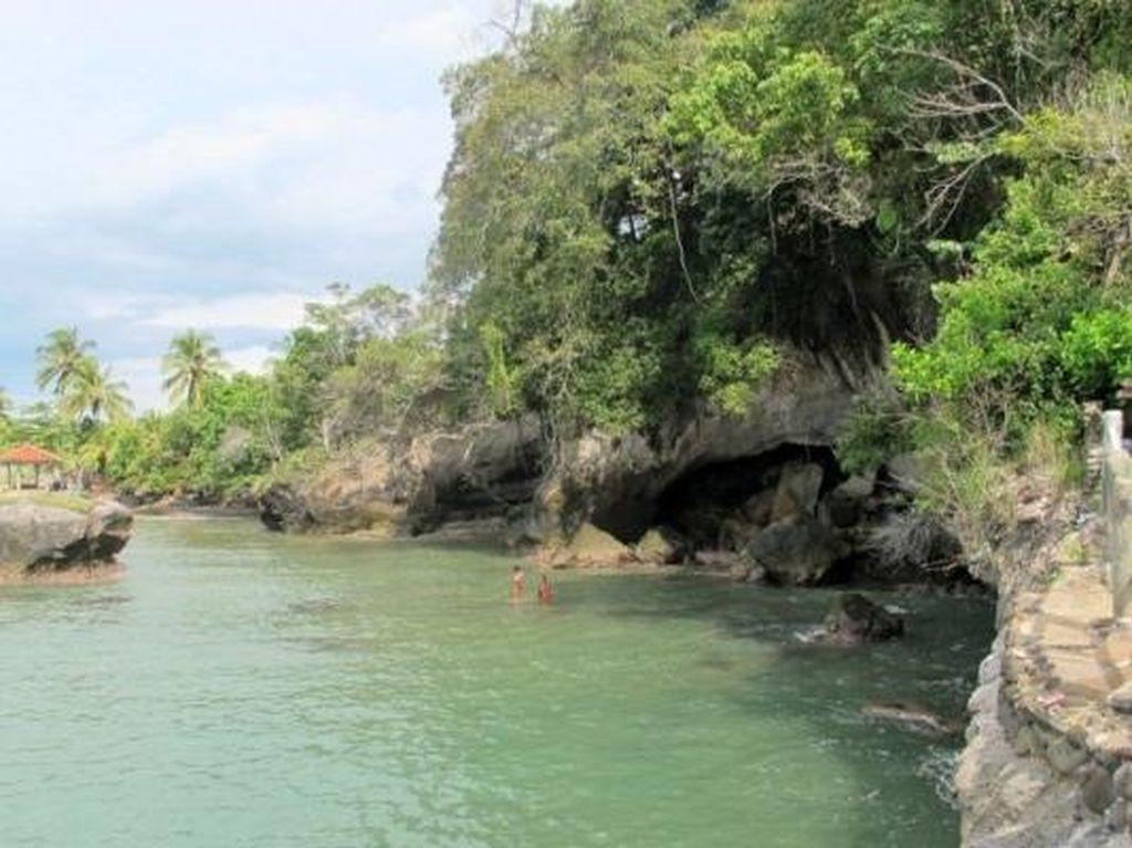 Liburan Spontan ke Anyer, Ini Daftar Pantainya!