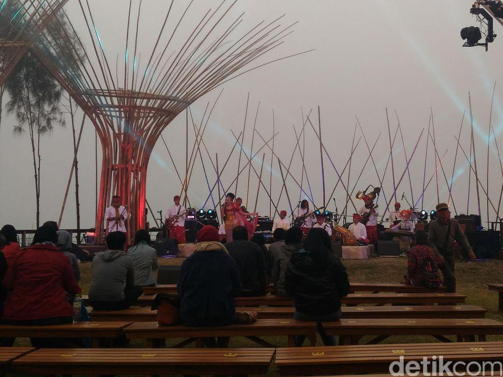 Kabut Tebal Iringi Pembukaan Jazz Gunung 2016