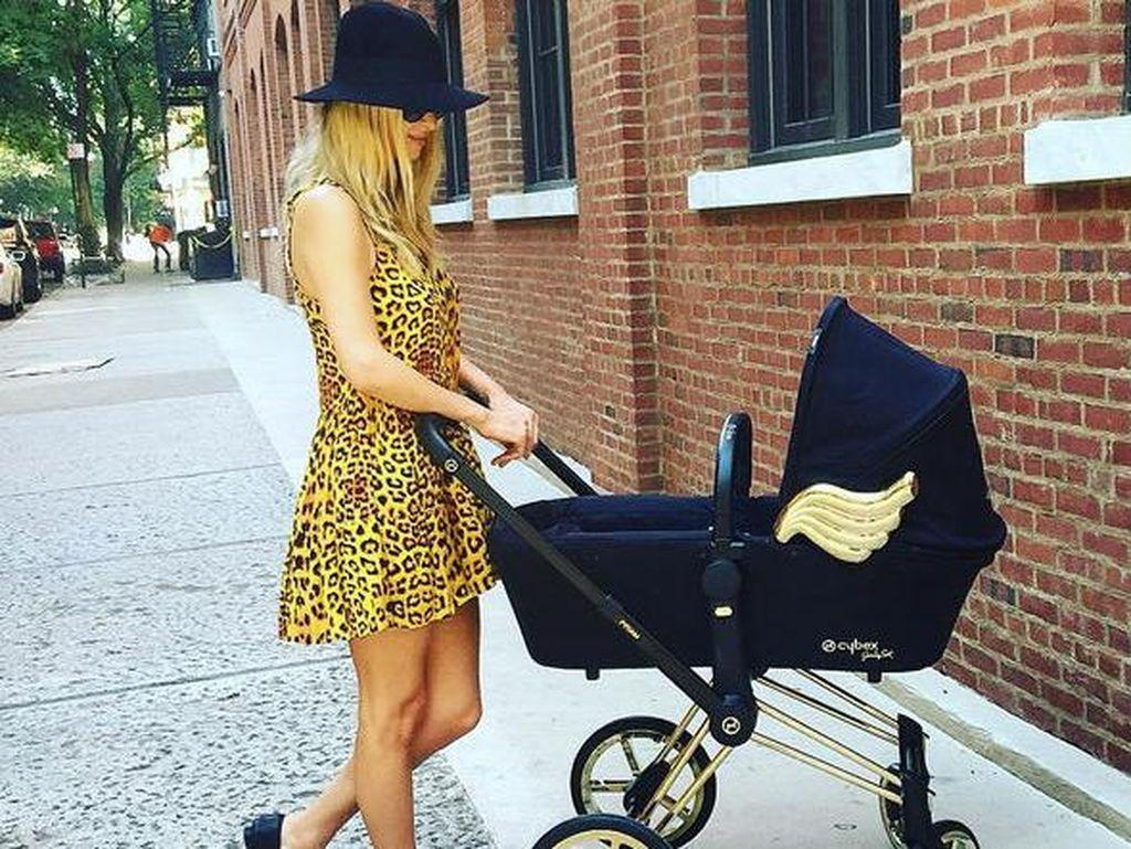 Nicky Hilton Dapat Hadiah Natal Spesial, Kelahiran Anak Kedua