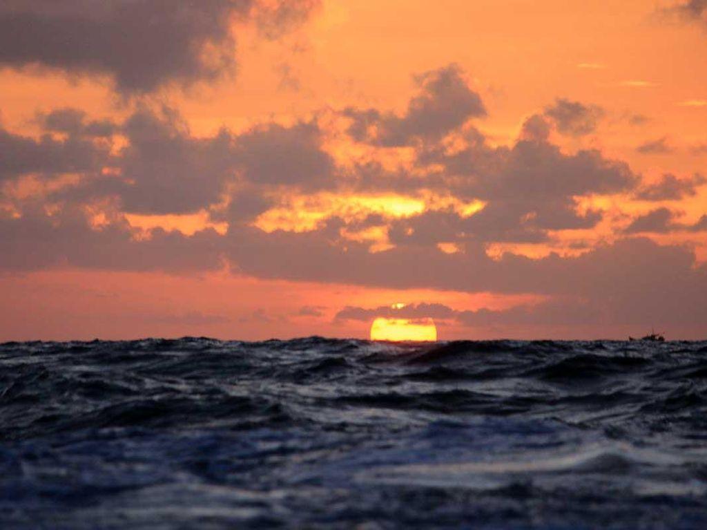 Menatap Sunset Cantik di Selat Karimata