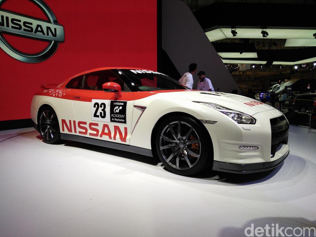 Pelihara Nissan GT-R Bisa buat Beli Motor Tiap Tahun