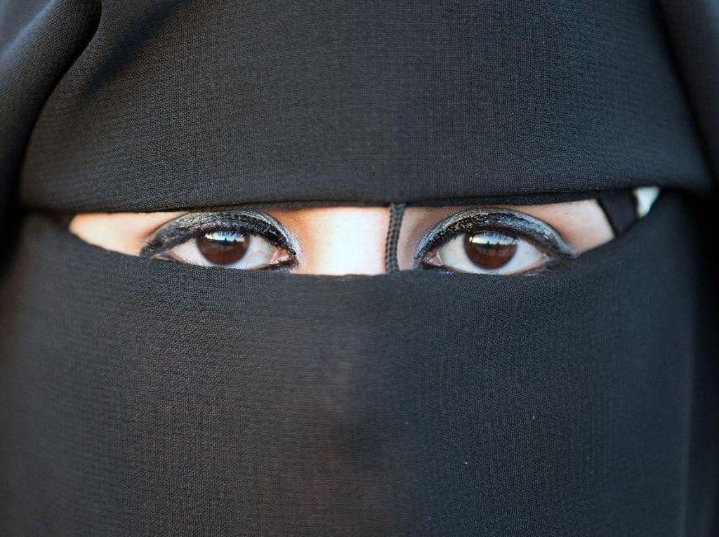 Menteri Dalam Negeri Jerman Dukung Larangan Pemakaian Burka