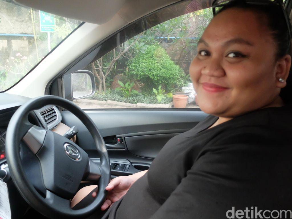 Dewi Anggraeni, Wanita Muda yang Rela Jadi Supir Demi Kumpulkan Modal Bisnis