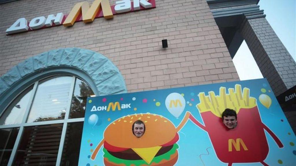 Di Negara Ini Ada Gerai Fast Food yang Tiru McDonalds