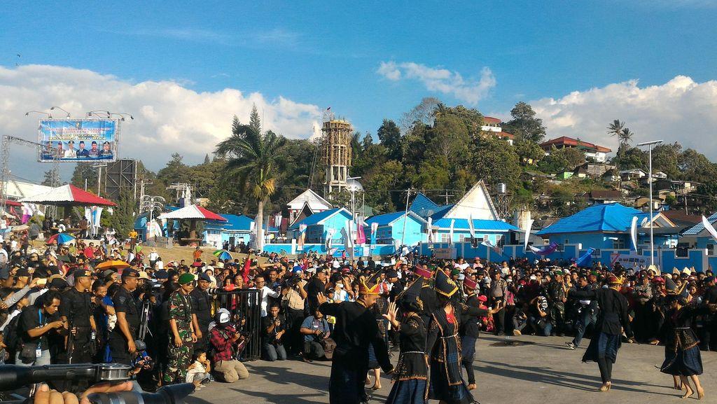 Potret Kemeriahan Pentas Budaya di Karnaval Danau Toba