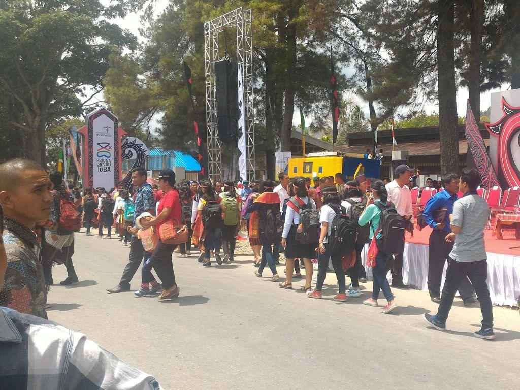 Begini Meriahnya Karnaval Kemerdekaan Pesona Danau Toba 2016!