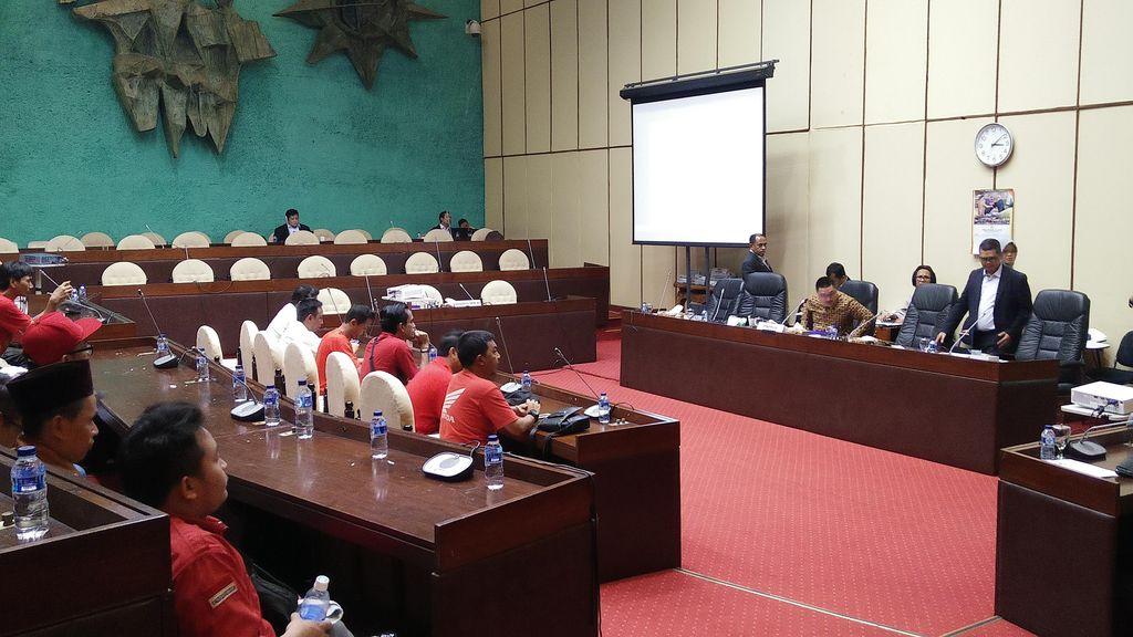 Komisi V Terima Perwakilan Driver Taksi Online yang Demo di DPR