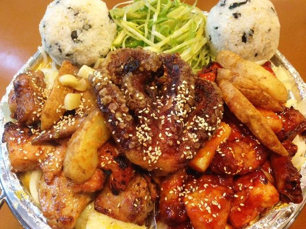 Hoolala Chicken Cafe: Mantap Mengenyangkan Ayam BBQ Korea dengan Topping Gurita