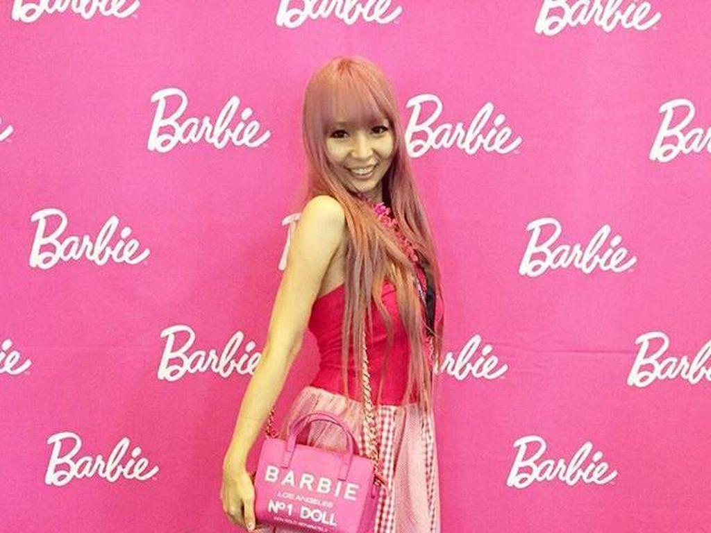 Wanita Ini Habiskan Rp 925 Juta Hanya untuk Hidup dengan Barbie