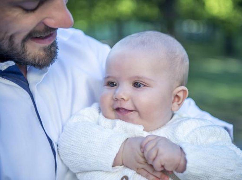 Lucunya Putra Pertama Pangeran Carl Philip & Putri Sofia dari Swedia