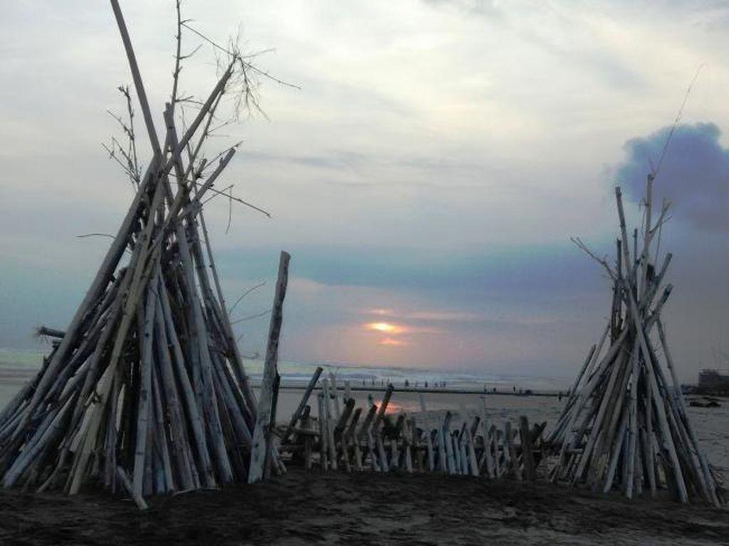 Pesona Batu Belig, Pantai Asyik Buat Nongkrong di Bali