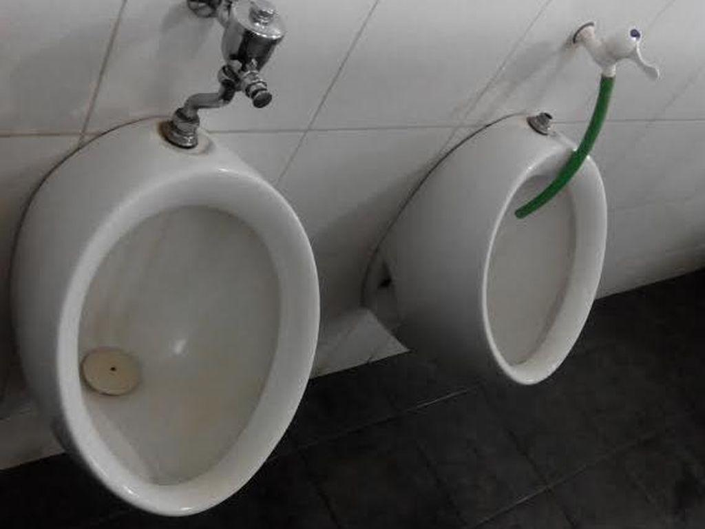Benarkah Pria Jarang Cuci Tangan Sehabis Buang Air Kecil?
