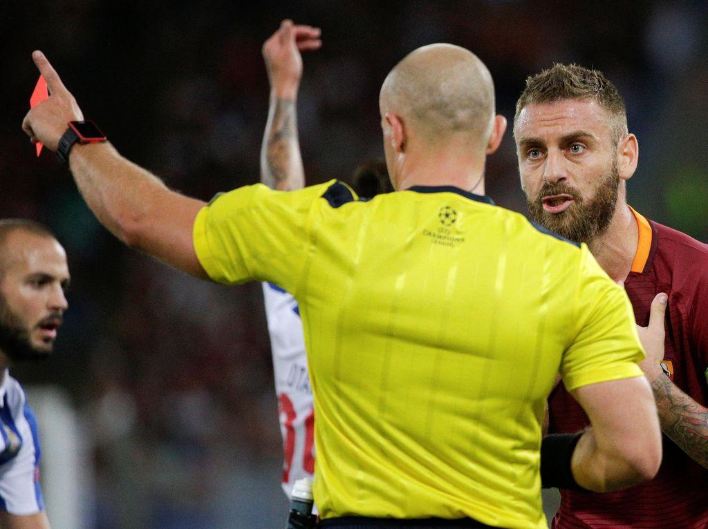 Roma Sudah Diperingatkan soal Kartu Merah