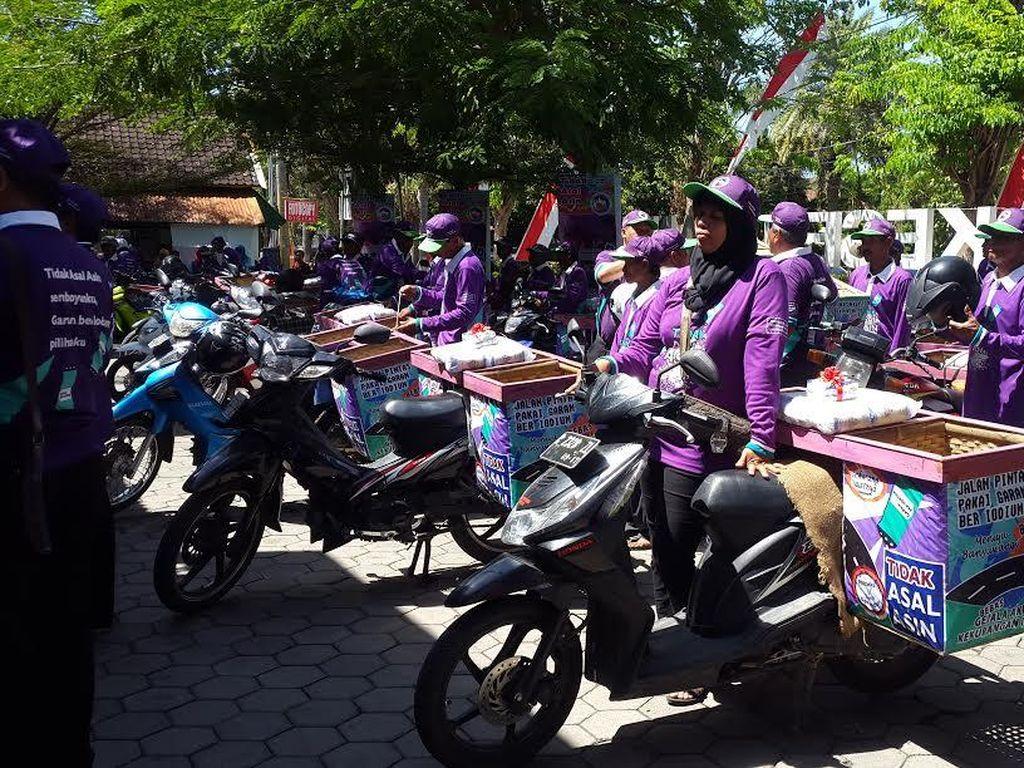 Pasukan Sepeda Garam Kampanye Jangan Asal Asin