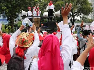 Minta Jadi PNS, Bidan PTT Demo di Istana