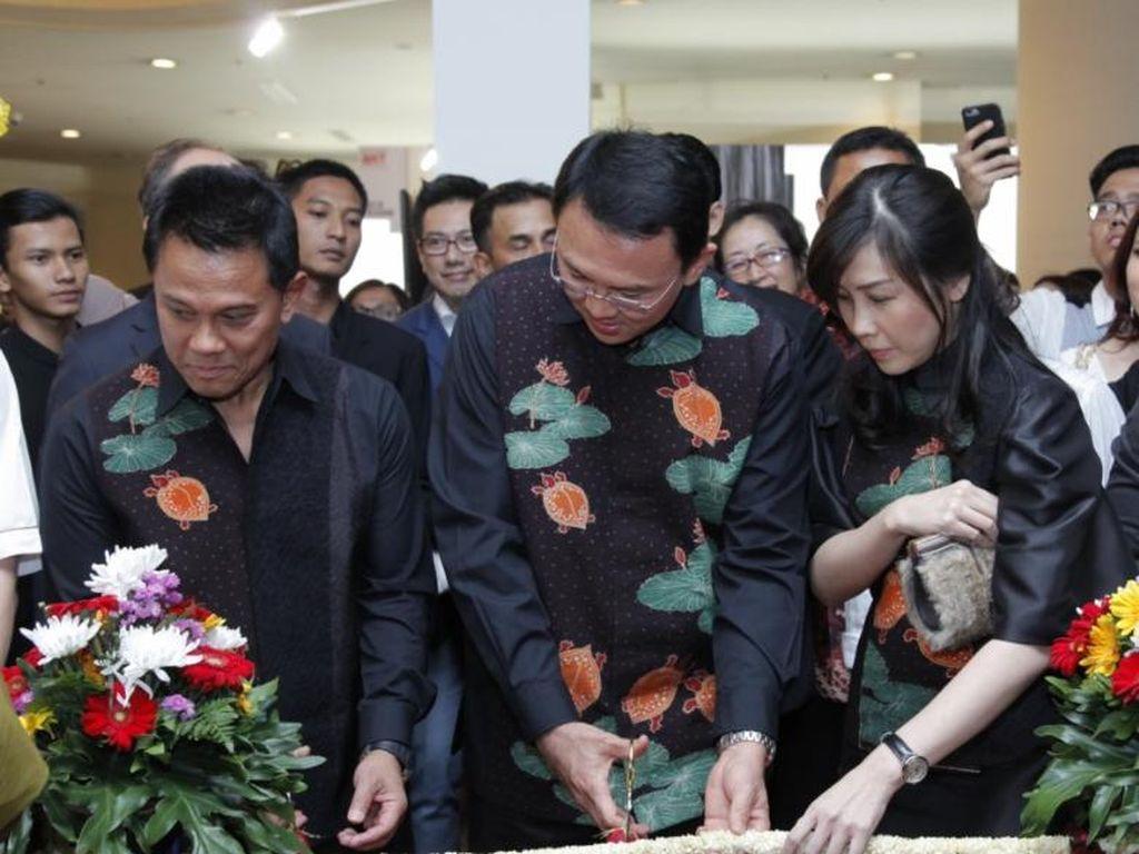 Gubernur Basuki Tjahaja Purnama Meresmikan Bazaar Art Jakarta 2016